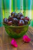 Cherris et fleurs Image stock