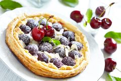 Free Cherry And Almond Tart Royalty Free Stock Image - 32273966