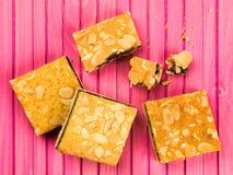 Cherry Bakewell Cake Slices eller fyrkanter Arkivfoton