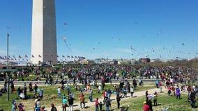 Cherry Blossom Kite Festival sul National Mall in Washington, DC archivi video
