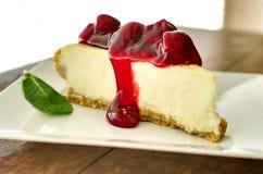 Cherry Cheesecake nel pomeriggio Immagini Stock Libere da Diritti