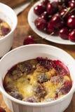 Cherry Cobbler Cake organique Photographie stock