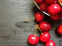 Cherry en för platta white sött Royaltyfri Fotografi