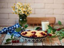 Cherry Filled Buns doux Style rustique Photos libres de droits