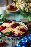 Cherry Filled Buns doux Style rustique Image stock