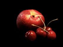 Cherry fyra en persika Arkivbild