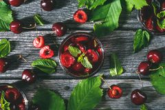 Cherry Gazpacho eller Cherry Soup för sommarefterrätt Royaltyfria Bilder