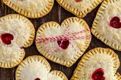 Cherry Hand Pies en forme de coeur Photographie stock
