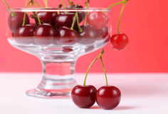Cherry i den glass bunken Royaltyfria Foton