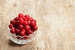 Cherry i en glass bunke Arkivbild