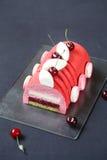 Cherry Lychee et pistache Yule Log Cake image libre de droits