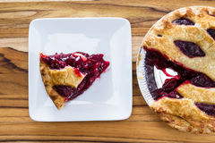 Cherry Pie Slice Royaltyfri Bild
