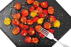 Cherry Tomato Grill con Olive Oil, aglio, origano e basilico fotografie stock