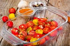 Cherry Tomato Grill con Olive Oil, ajo, orégano y albahaca foto de archivo