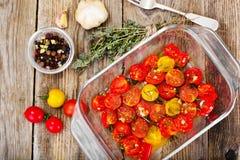 Cherry Tomato Grill med Olive Oil, vitlök, oreganon och basilika arkivfoto