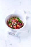Cherry Tomato Salad con las nueces y las alcaparras de pino Fotografía de archivo