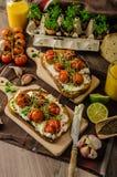Cherry Tomato Sauce y Ricotta asados en tostada Foto de archivo libre de regalías