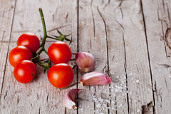 Cherry tomatoes, garlic, peppercorns and salt Stock Images