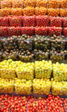 Cherry Tomatoes häufte in vielen Farben an Lizenzfreies Stockbild