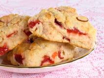 Cherrycranberryscones arkivfoto