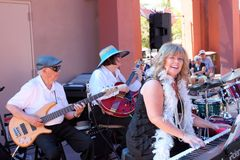 Cheryl Thurston, Danny Shannon und Madelyn Roberts der 52. Straße Jazz Band Stockbilder