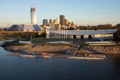 ChesapeakeBoathouse und OKC Skyline lizenzfreie stockfotografie