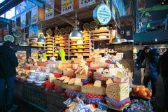 Chese sklep w Targowym Hall Przy Rotterdam miastem Zdjęcie Stock