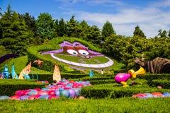 Cheshire katt på Alicen i underland Nyfiken labyrint för Alice ` s disneyland paris Royaltyfria Bilder
