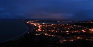 Chesil海滩在晚上 库存图片