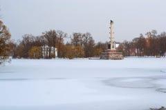 Chesme kolonn i snöfall, Catherine Park, Pushkin Fotografering för Bildbyråer