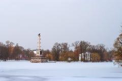 Chesme kolonn i snöfall, Catherine Park, Pushkin Royaltyfri Fotografi