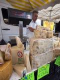 Chesse sul mercato a briancon nelle alpi francesi di Alta Provenza Fotografia Stock Libera da Diritti