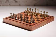 Chessmen на доске Стоковая Фотография