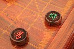 Chessmen av det kinesiska schackporslinet Fotografering för Bildbyråer