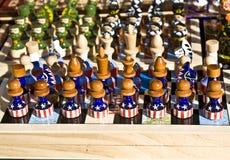 Chessmen avec la peinture initiale - indicateur des Etats-Unis photographie stock