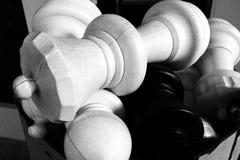 chessmen fallen stapel Royaltyfri Foto