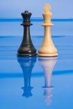 Chessmen på blått Royaltyfria Bilder