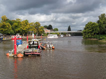 CHESTER CHESHIRE /UK - SEPTEMBER 16: Fartyg som förtöjas på floden D Royaltyfria Foton