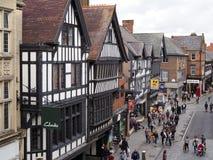 CHESTER CHESHIRE /UK - SEPTEMBER 16: Folk som shoppar i Chester Arkivbilder