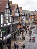 CHESTER CHESHIRE /UK - SEPTEMBER 16: Folk som shoppar i Chester Royaltyfria Foton
