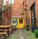 CHESTER, ENGLAND - 8. MÄRZ 2019: Porta, ein smal lokaler Speicher in Chester stockfotografie