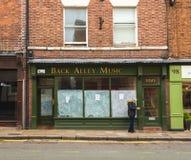 CHESTER, INGLATERRA - 8 DE MARZO DE 2019: Las pequeñas tiendas locales son cerradas abajo pues Brexit comienza a tomar efecto en  fotografía de archivo