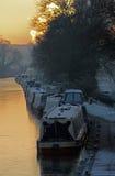 Chesterfield-Kanal, Clayworth, schmale Boote, eisiger Morgen Lizenzfreie Stockfotografie