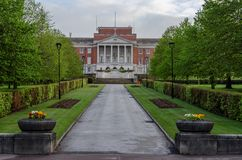 Chesterfield Town Hall. Footpath through manicured gardens leading to the Chesterfield Town Hall Stock Photo