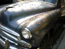 chev des années 50 avec les pétales #3 de jacaranda Images stock