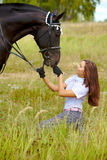 Cheval alimentant Photo stock