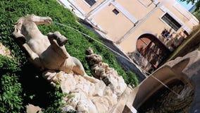 Cheval baroque de fontaines banque de vidéos