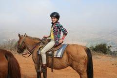 Cheval d'équitation de fille Photographie stock libre de droits