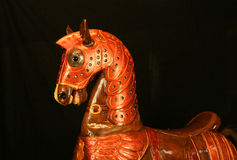 Cheval de carrousel, cheval en bois réaliste, cheval de basculage Photos stock