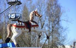 Cheval de carrousel en parc d'attractions Photo libre de droits